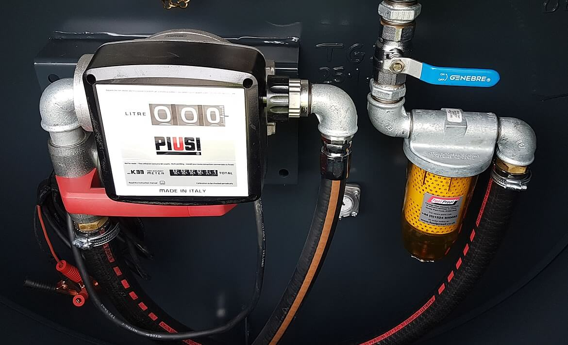 1,000 litre highway tow twin axle bowser flow meter and filter